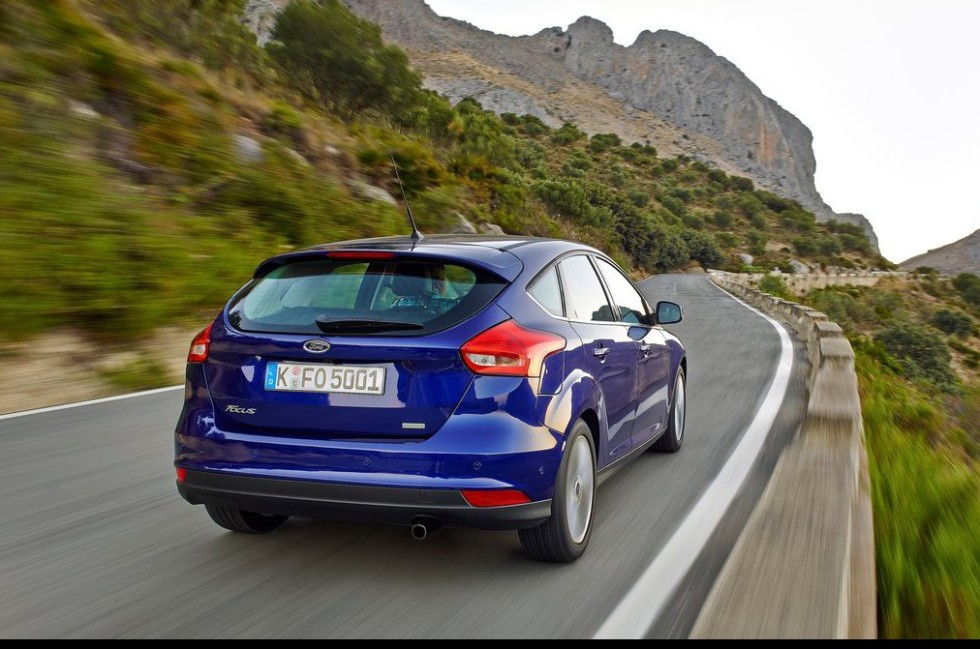 Ford-Focus_2015_1024x768_wallpaper_19